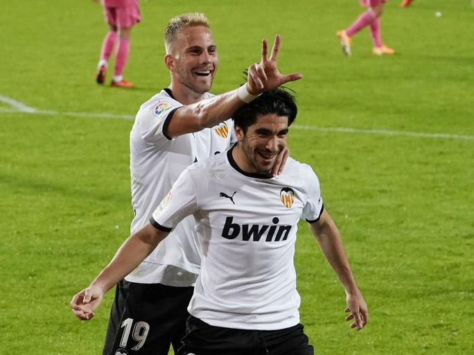 Real Madrid thấm đòn VAR, thảm bại với hat-trick phạt đền - Ảnh 8.
