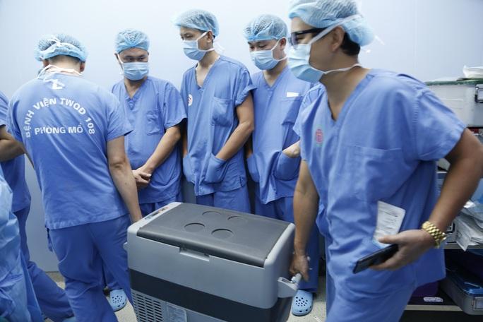 Thanh niên được ghép 2 tay và 5 người ghép tạng từ người hiến chết não - Ảnh 10.