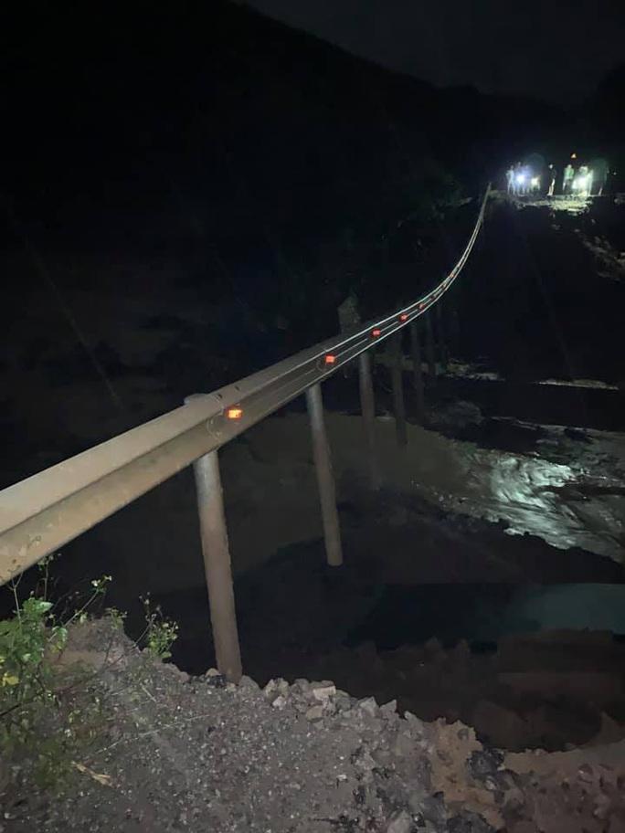 Quốc lộ 26 tiếp tục sạt lở 50m, sâu 10m, chia cắt tuyến huyết mạch Đắk Lắk - Khánh Hòa - Ảnh 3.