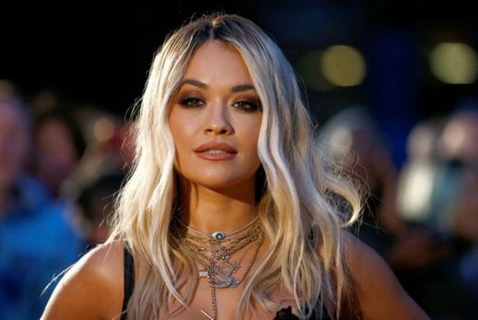 Rita Ora xin lỗi, nộp phạt hơn 300 triệu đồng vì mở tiệc giữa dịch Covid-19 - Ảnh 1.