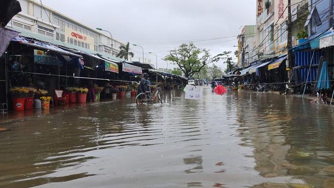 Mưa lớn, thủy điện xả lũ, nhiều nơi ở Quảng Nam ngập lụt - Ảnh 5.