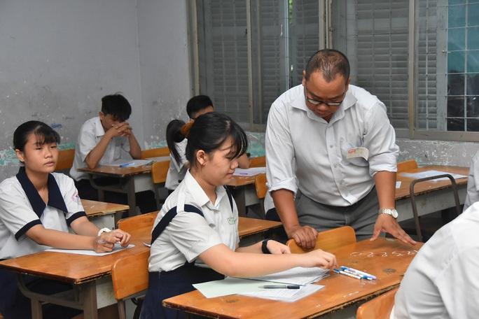 Thống nhất xoá bỏ chứng chỉ ngoại ngữ, tin học cho giáo viên - Ảnh 1.