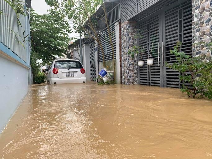 Clip: Nước lũ bao vây TP Nha Trang - Ảnh 3.