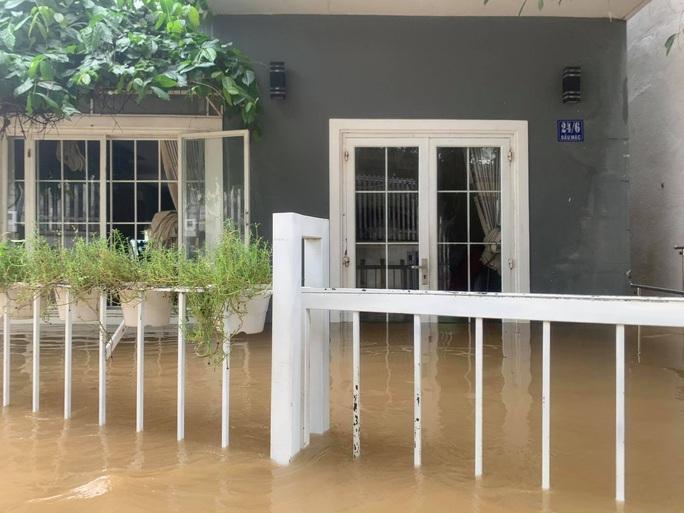 Clip: Nước lũ bao vây TP Nha Trang - Ảnh 8.
