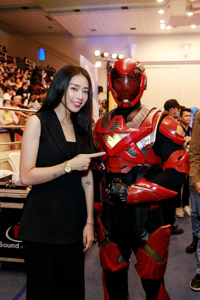 Lộ diện trang phục siêu anh hùng trong phim của Ngô Thanh Vân - Ảnh 5.