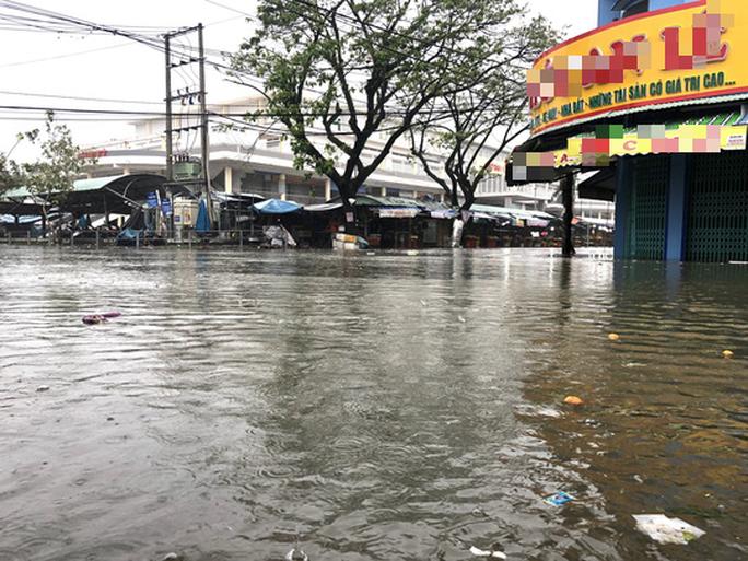 Mưa lớn, thủy điện xả lũ, nhiều nơi ở Quảng Nam ngập lụt - Ảnh 6.