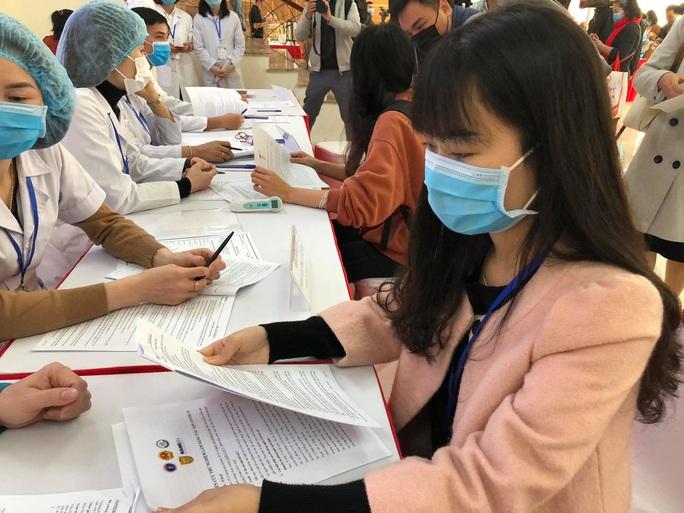 CLIP: Rất đông người tình nguyện đăng ký thử nghiệm vắc-xin Covid-19 - Ảnh 4.