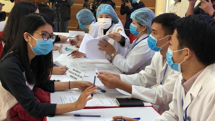CLIP: Rất đông người tình nguyện đăng ký thử nghiệm vắc-xin Covid-19 - Ảnh 5.