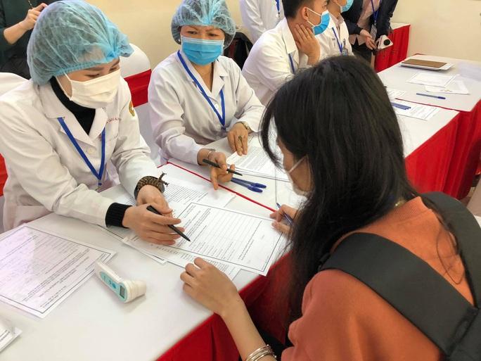 CLIP: Rất đông người tình nguyện đăng ký thử nghiệm vắc-xin Covid-19 - Ảnh 7.