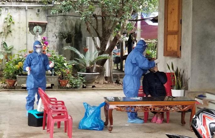 Bệnh nhân tái dương tính từ TP HCM về Quảng Bình: Kết quả xét nghiệm 31 trường hợp F1 - Ảnh 1.
