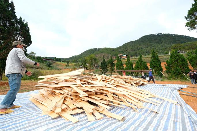 Bắt đầu cưỡng chế tháo dỡ làng biệt thự trái phép cạnh hồ Tuyền Lâm - Đà Lạt - Ảnh 10.