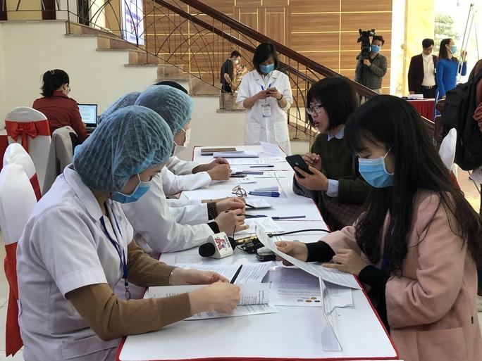 CLIP: Rất đông người tình nguyện đăng ký thử nghiệm vắc-xin Covid-19 - Ảnh 3.