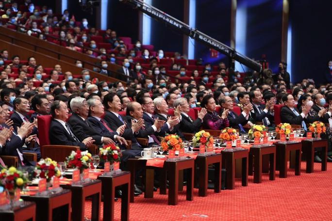 Tổng Bí thư, Chủ tịch nước: Đưa đất nước tiếp tục vươn lên mạnh mẽ - Ảnh 2.