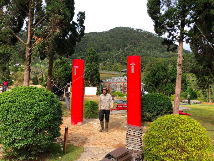 Bắt đầu cưỡng chế tháo dỡ làng biệt thự trái phép cạnh hồ Tuyền Lâm - Đà Lạt - Ảnh 4.