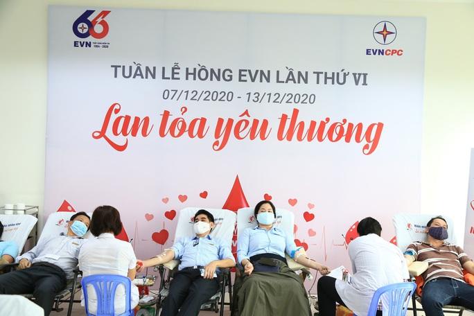 Hơn 450 cán bộ, công nhân viên EVNCPC hiến máu cứu người - Ảnh 1.