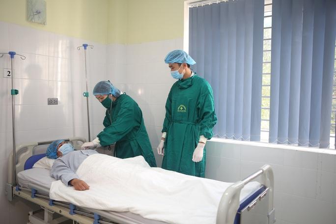 Bệnh viện tuyến tỉnh thực hiện thành công 2 ca ghép thận đặc biệt - Ảnh 1.