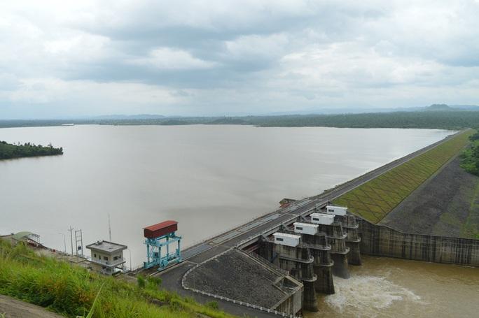 Thủy điện Buôn Kuốp xả lũ: Họp bàn giải pháp hỗ trợ người dân - Ảnh 2.