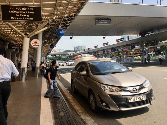 Yêu cầu sân bay Tân Sơn Nhất bố trí làn C cho taxi đón khách - Ảnh 1.