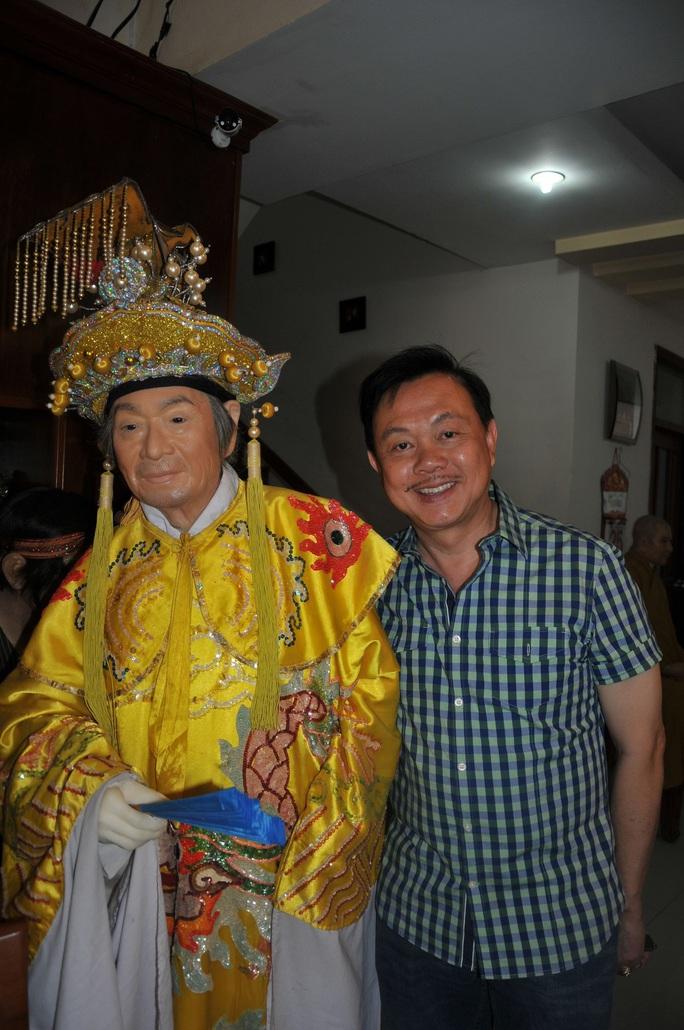 Nghệ sĩ Việt Hương nhớ da diết không khí đo tượng sáp nghệ sĩ Chí Tài - Ảnh 4.