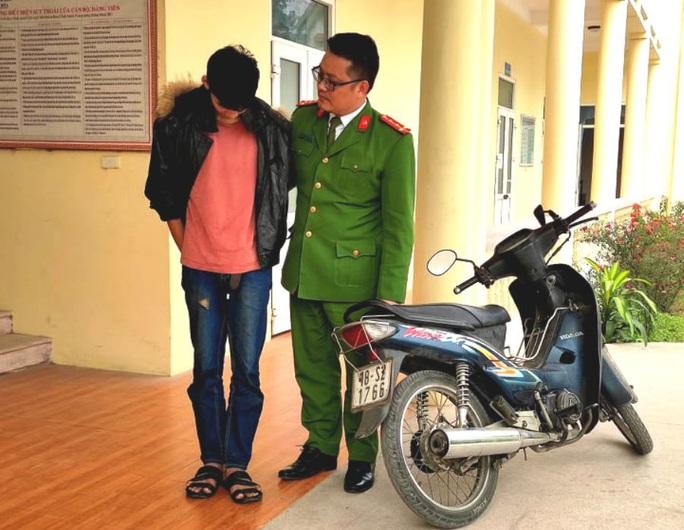 Thiếu niên chém người, cướp tài sản ở Hà Nội rồi trốn về Thanh Hóa - Ảnh 1.