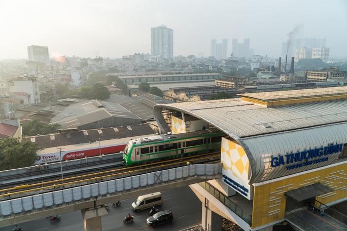 CLIP: Cận cảnh chạy thử thương mại toàn tuyến đường sắt Cát Linh - Hà Đông - Ảnh 2.