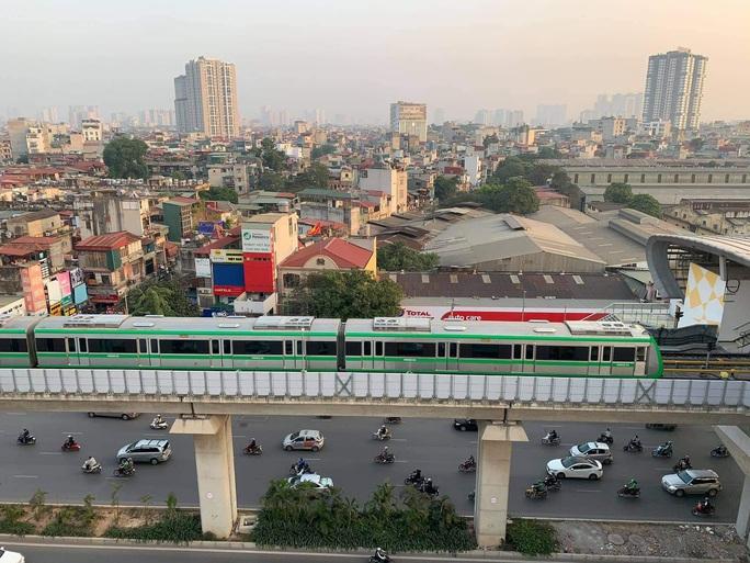 CLIP: Cận cảnh chạy thử thương mại toàn tuyến đường sắt Cát Linh - Hà Đông - Ảnh 4.