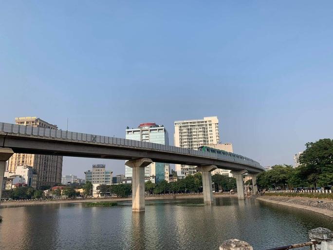 CLIP: Cận cảnh chạy thử thương mại toàn tuyến đường sắt Cát Linh - Hà Đông - Ảnh 5.