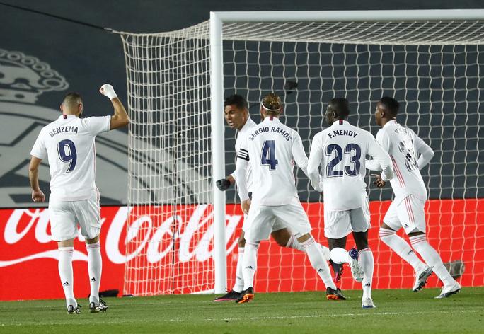 Thủ môn ghi bàn bằng lưng, Real Madrid hạ Atletico trận derby thủ đô thứ 226 - Ảnh 4.