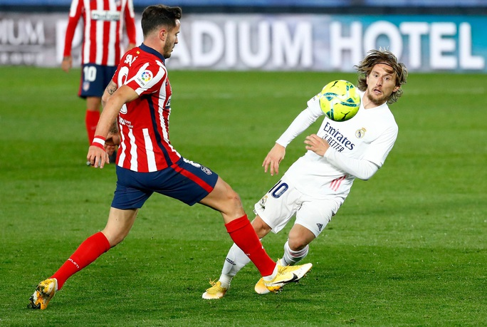 Thủ môn ghi bàn bằng lưng, Real Madrid hạ Atletico trận derby thủ đô thứ 226 - Ảnh 2.