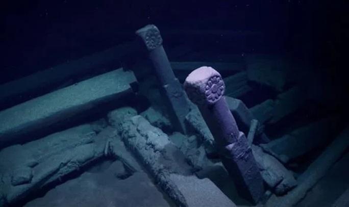 Tàu ma 300 tuổi hiện ra ở nơi sinh vật nào lạc tới đều phải chết - Ảnh 1.