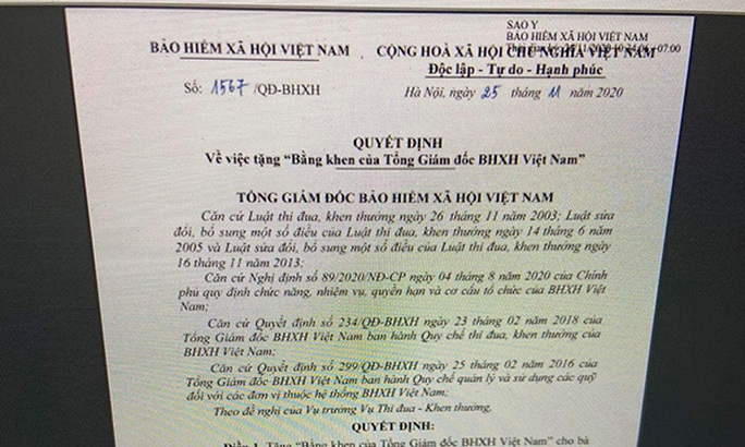 Một người dân được BHXH Việt Nam tặng bằng khen và 10 triệu đồng - Ảnh 1.