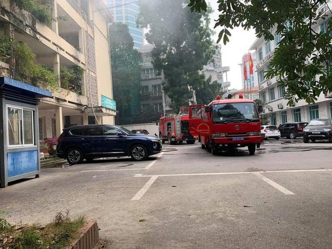 Cháy trong trụ sở Bộ Xây dựng - Ảnh 1.