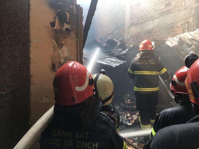 CLIP: Cháy ở hẻm 416 Nguyễn Đình Chiểu, quận 3, TP HCM - Ảnh 7.