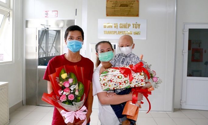 Bệnh nhân nhỏ tuổi nhất được ghép tủy ở Huế - Ảnh 1.