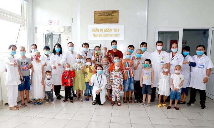Bệnh nhân nhỏ tuổi nhất được ghép tủy ở Huế - Ảnh 2.