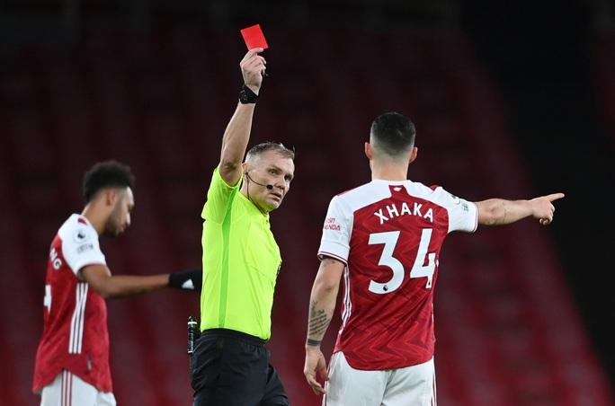 Aubameyang phản lưới nhà, Arsenal nhận 3 trận thua liên tiếp - Ảnh 2.