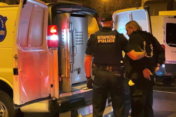 Cảnh sát Mỹ bắn chết nghi phạm xả súng nhà thờ - Ảnh 5.
