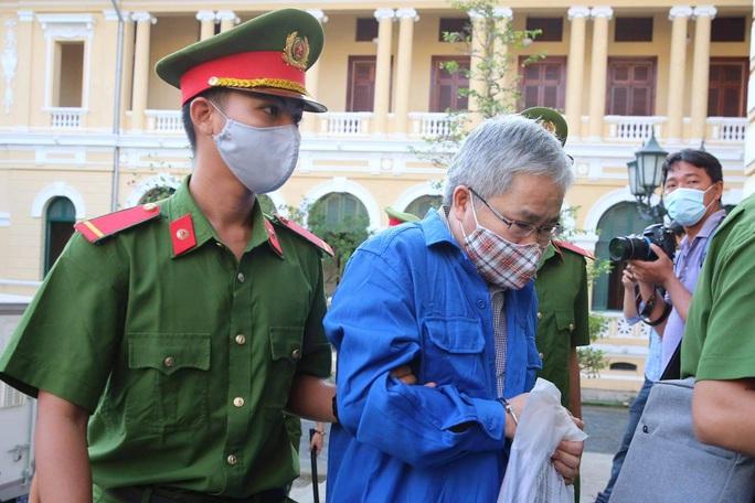Hình ảnh đầu tiên của ông Đinh La Thăng tại TAND TP HCM - Ảnh 5.