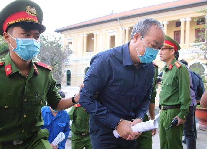 Hình ảnh đầu tiên của ông Đinh La Thăng tại TAND TP HCM - Ảnh 4.