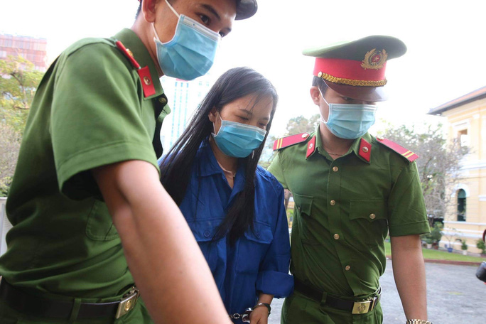 Hình ảnh đầu tiên của ông Đinh La Thăng tại TAND TP HCM - Ảnh 7.