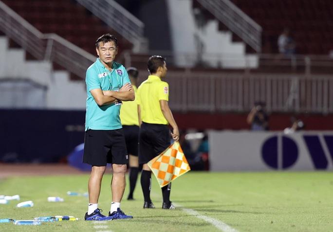 HLV Phan Thanh Hùng chấp nhận thất nghiệp, chia tay Than Quảng Ninh - Ảnh 1.