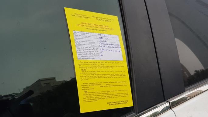 Nhiều tài xế ôtô bất ngờ trong ngày đầu cảnh sát dán thông báo phạt nguội - Ảnh 3.