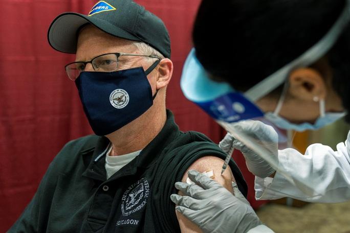 Mỹ tăng tốc tiêm vắc-xin Covid-19 - Ảnh 1.