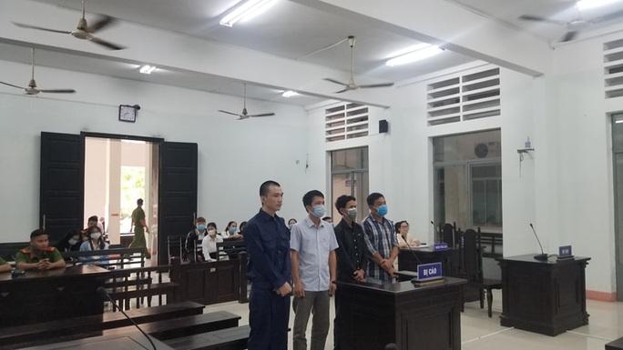 Hoãn xét xử lần thứ 2 vụ phù phép người Trung Quốc thành người Việt Nam - Ảnh 1.