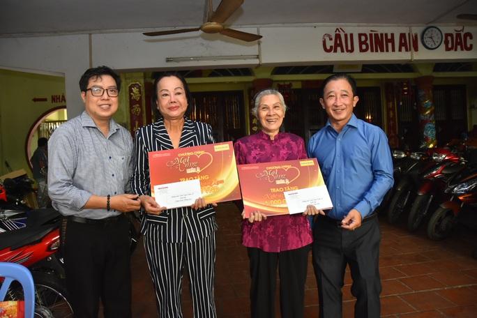 Mai Vàng nhân ái thăm nghệ sĩ Diễm Kiều và Kiều Phượng Loan - Ảnh 1.