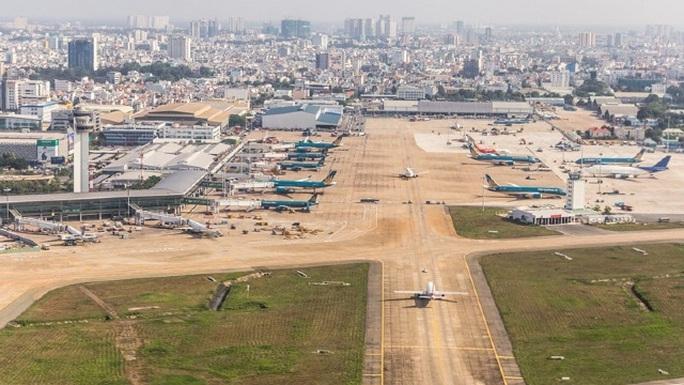 Bay kiểm tra đường băng vừa nâng cấp của sân bay Tân Sơn Nhất - Ảnh 1.