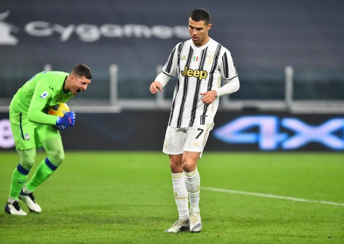 Ronaldo hỏng penalty, Morata vụng về khiến Juventus mất điểm - Ảnh 3.