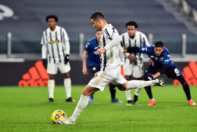 Ronaldo hỏng penalty, Morata vụng về khiến Juventus mất điểm - Ảnh 2.
