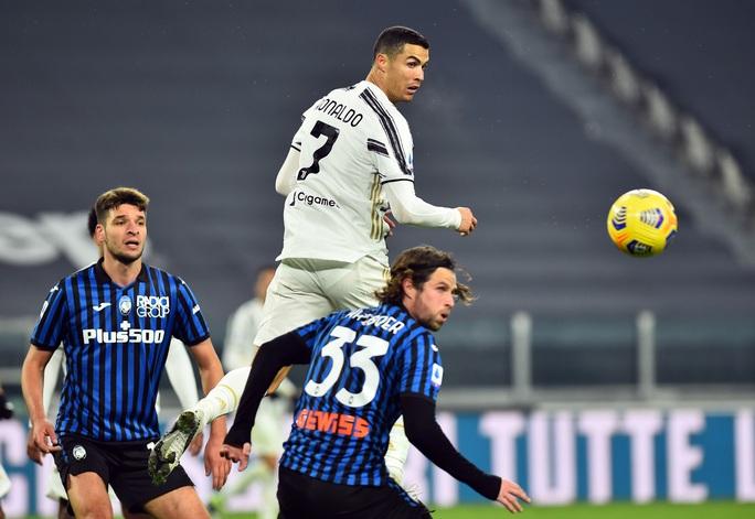 Ronaldo hỏng penalty, Morata vụng về khiến Juventus mất điểm - Ảnh 4.
