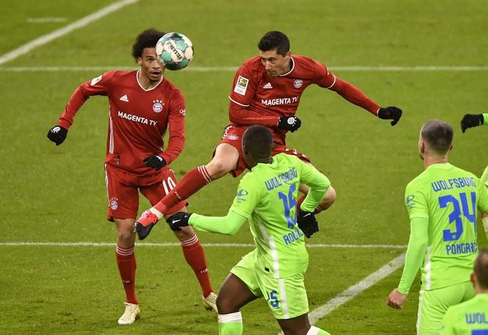 Dội bom 250 bàn thắng, Lewandowski chói sáng trước Ronaldo, Messi - Ảnh 1.